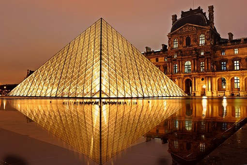 piramide louvre