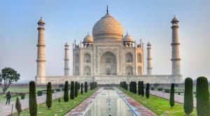 Taj Mahal all'alba