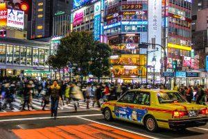 Attraversare l'incrocio più trafficato del mondo a Shibuya