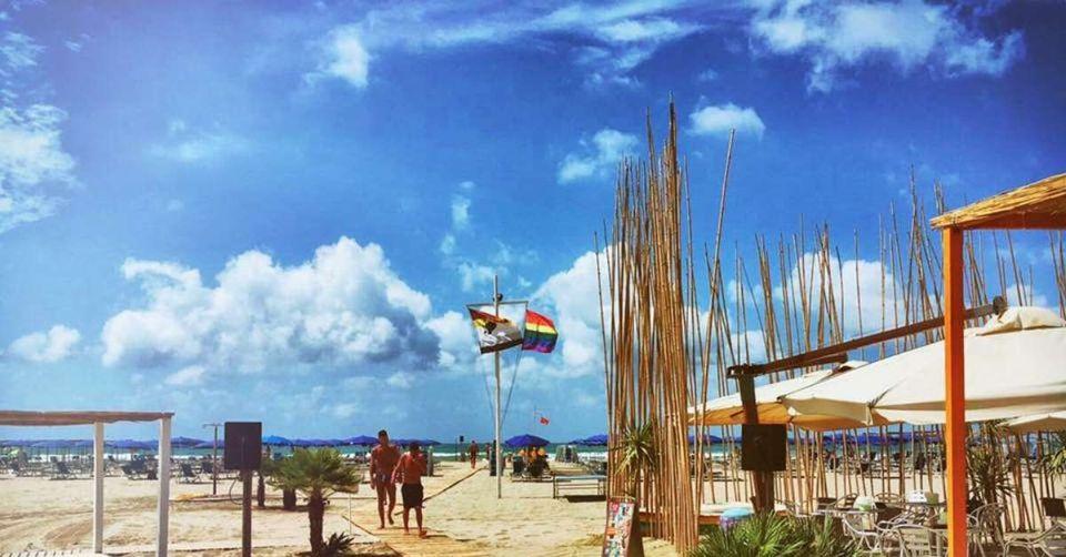 Torre del lago spiaggia gay viareggio