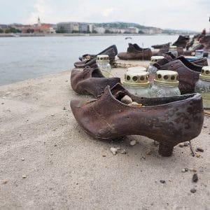 Scarpe sul Danubio